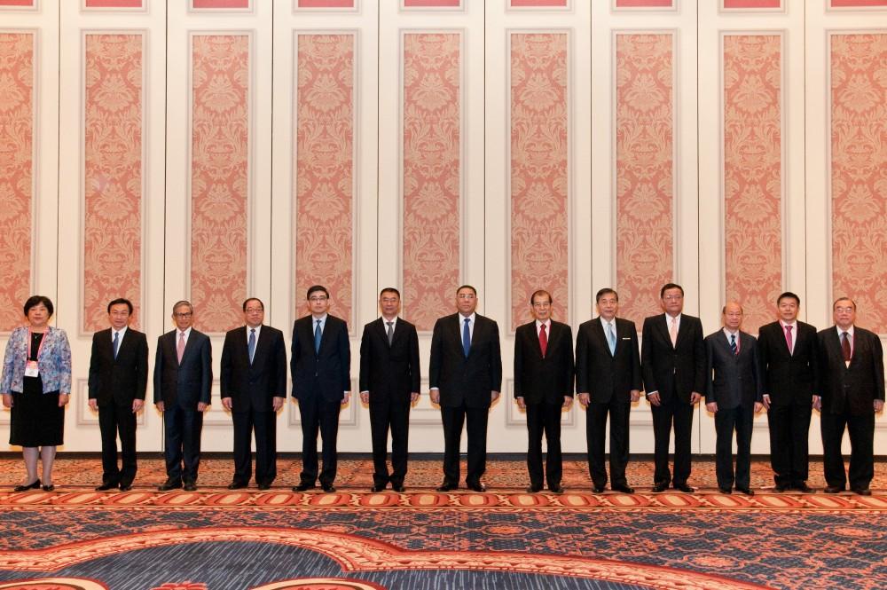 第十一屆世界華商高峰會特首與主席團嘉賓合影
