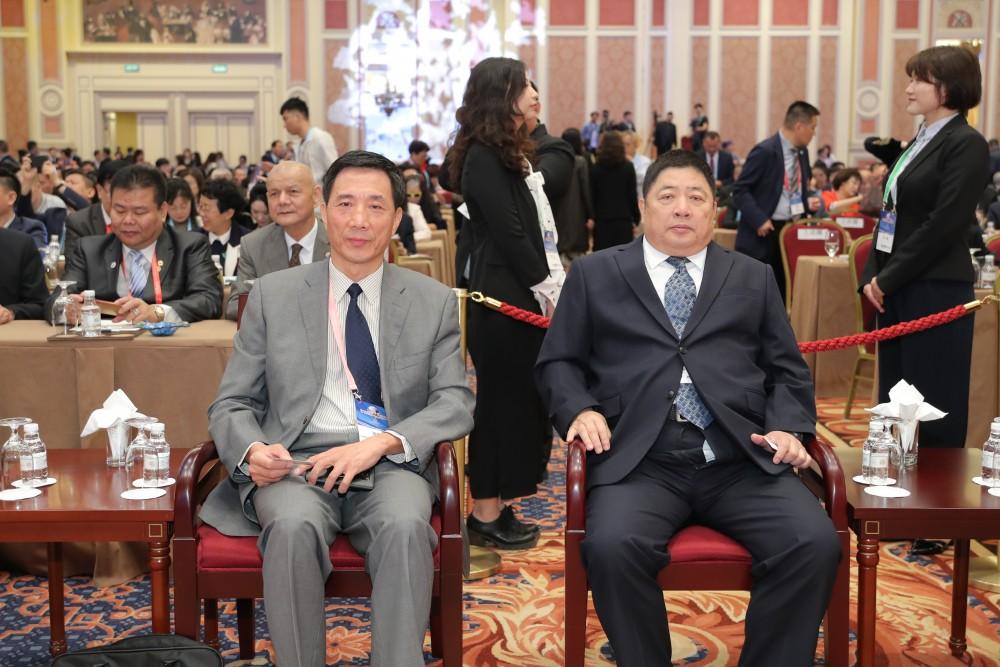 中國國際貿易促進委員會福建省分會會長陳震先生與全國台灣同胞投資企業聯誼會會長王屏生先生