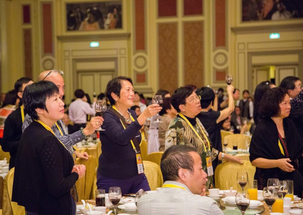 華商為大會完滿結束乾杯