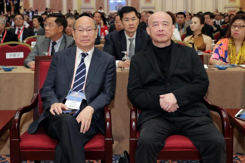 澳門出入口商會會長、澳門付貨人協會會長徐偉坤先生與亞洲週刋總編輯邱立本先生
